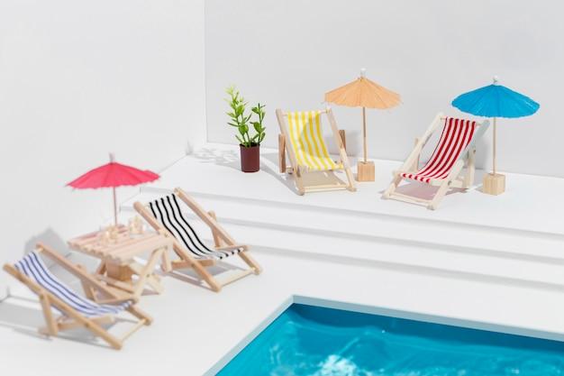 Disposizione di piccoli oggetti da piscina
