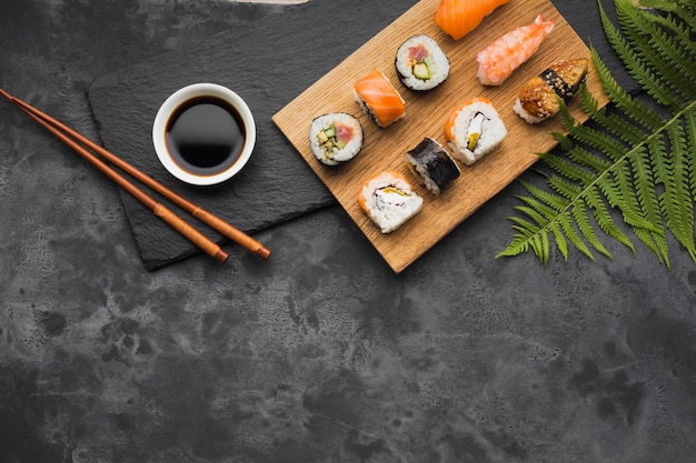 Disposizione di sushi di vista superiore