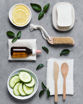 Disposizione di verdure e strumenti spa laici piatta