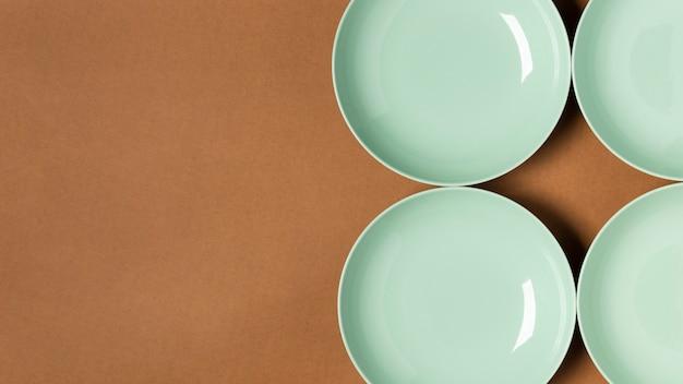 Disposizione di vista dall'alto dei piatti verdi con lo spazio della copia
