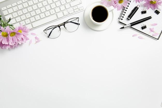 Disposizione fissa sulla scrivania con spazio di copia