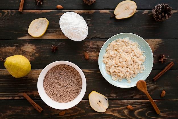 Disposizione piana degli ingredienti della torta