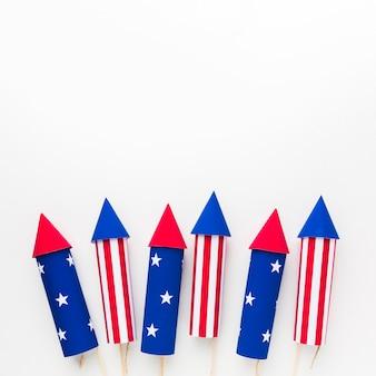Disposizione piana dei fuochi d'artificio di festa dell'indipendenza con lo spazio della copia