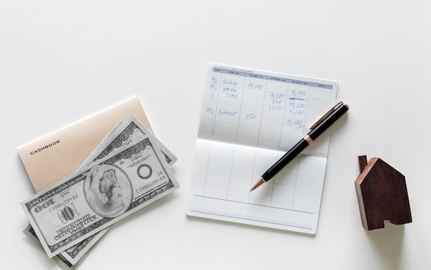 Disposizione piana del concetto dei soldi dei guadagni