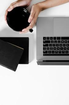 Disposizione piana del concetto dello scrittorio con lo spazio della copia