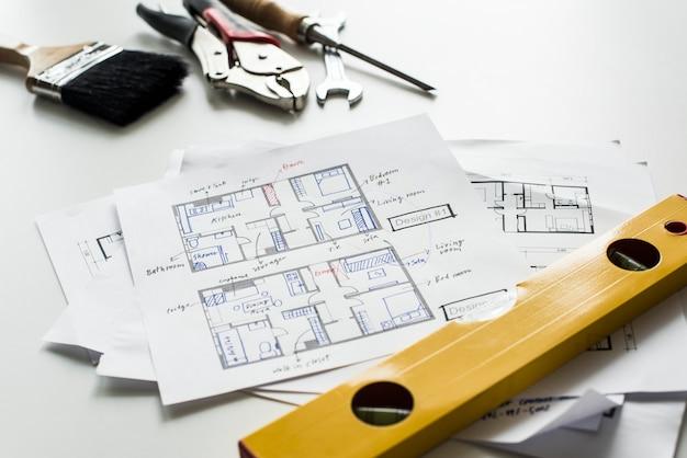 Disposizione piana del modello della casa isolata su fondo bianco