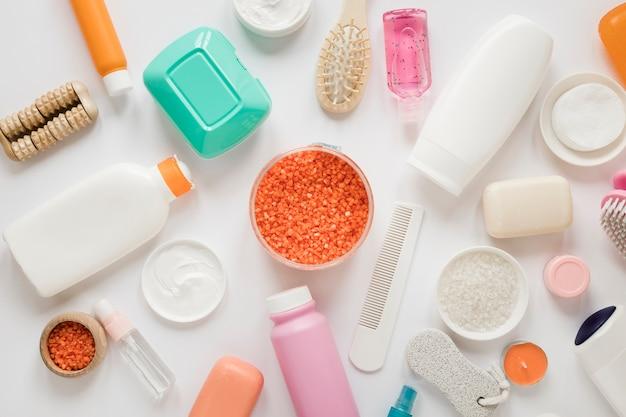 Disposizione piana della disposizione dei prodotti da bagno