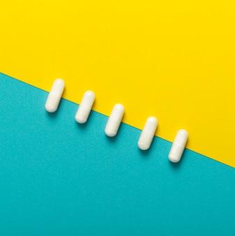 Disposizione piana delle pillole nella linea diagonale