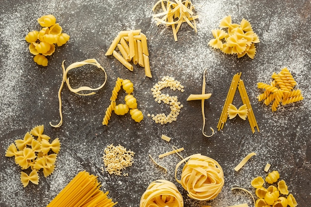 Disposizione piana di una disposizione di diversi tipi di pasta
