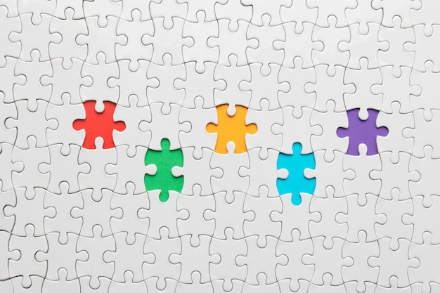 Disposizione piatta diversità laica con diversi pezzi di puzzle