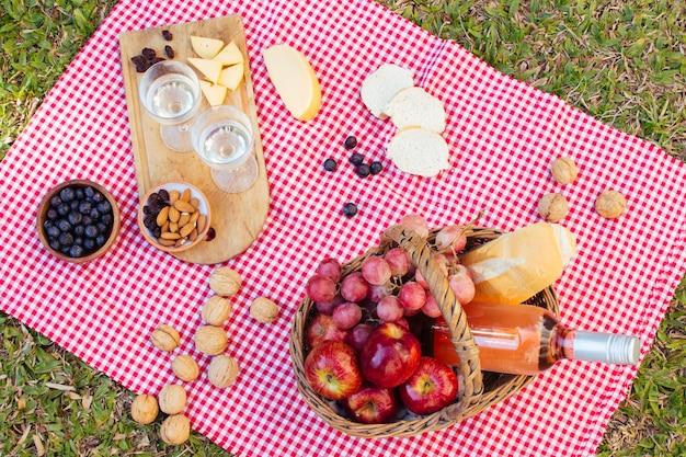 Disposizione picnic vista dall'alto