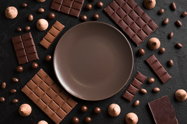 Disposizione vista dall'alto con cioccolato