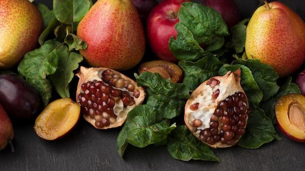 Disposizione vista dall'alto di deliziosi frutti