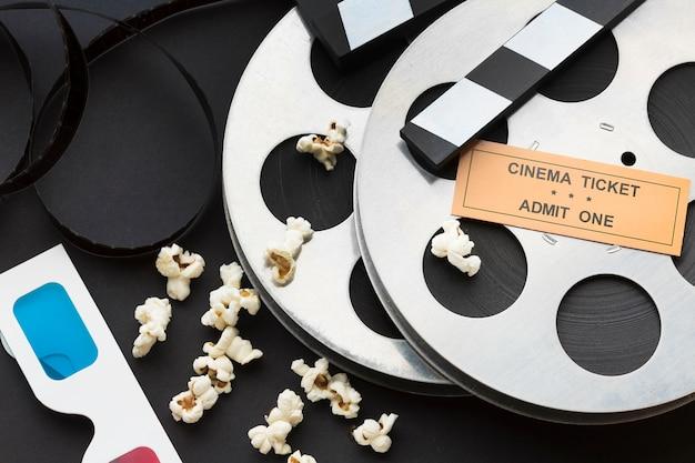 Disposizione vista dall'alto di oggetti cinematografici close-up