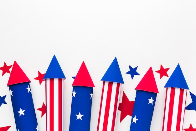 Distesa piatta di stelle con fuochi d'artificio per la festa dell'indipendenza