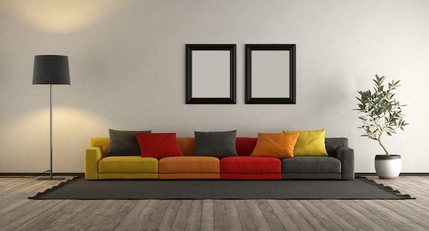 Divano colorato in un salotto