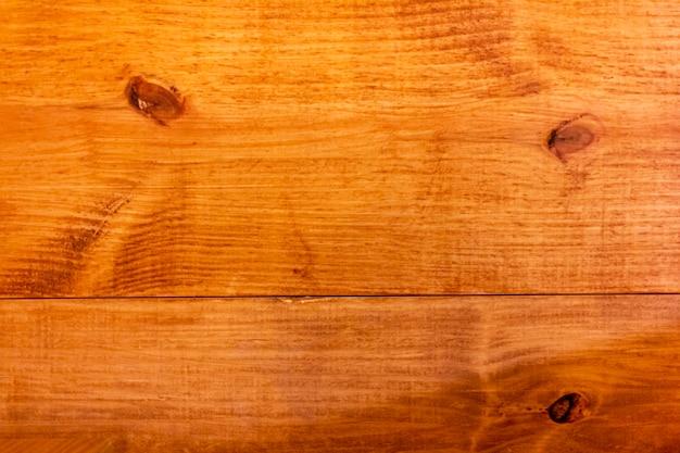 Diversa struttura di legno.