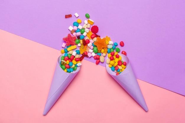 Diverse caramelle colorate di frutta