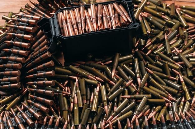 Diverse munizioni su legno
