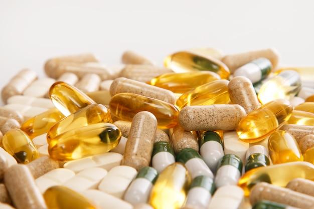 Diverse pillole colorate