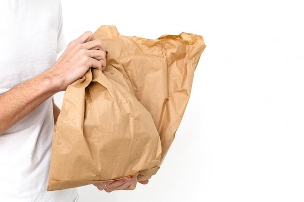 Diversi contenitori di carta per alimenti da asporto