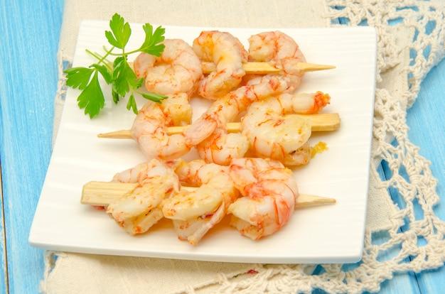 Diversi gamberi all'aglio