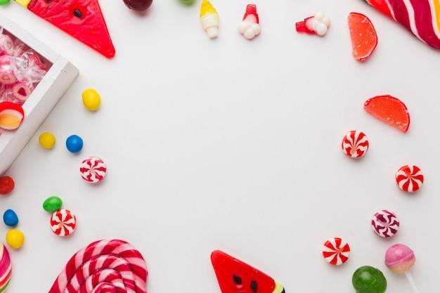 Diversi tipi di caramelle con spazio di copia