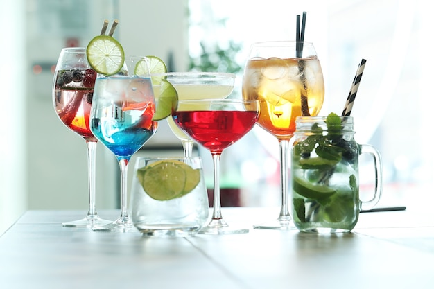 Diversi tipi di cocktail