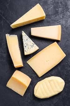 Diversi tipi di deliziosi formaggi. vista dall'alto