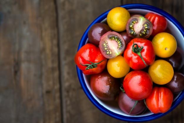 Diversi tipi di pomodori biologici baby vari tipi di pomodori biologici