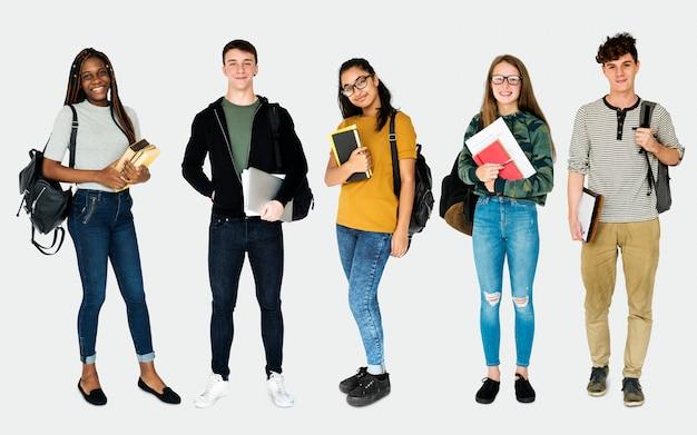 Diverso degli studenti giovane studio di persone adulte isolato