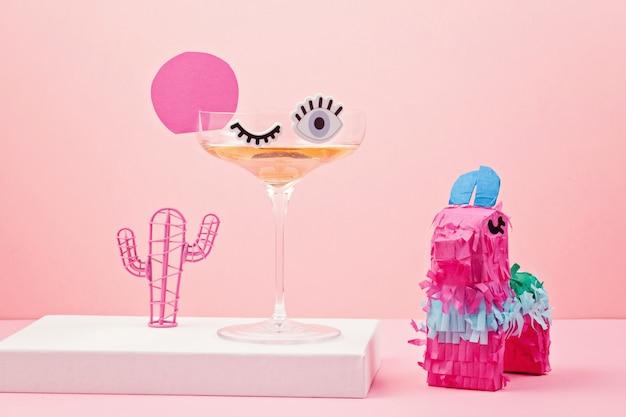 Divertente bicchiere da cocktail carino con gli occhi