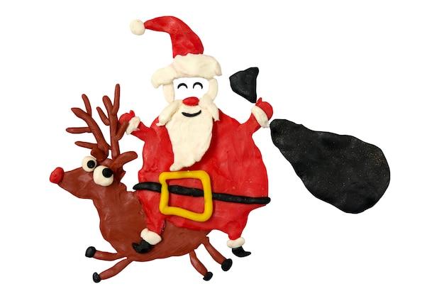 Divertimento dei cartoni animati santa cavalca un cervo con la sua borsa. grafica per bambini.