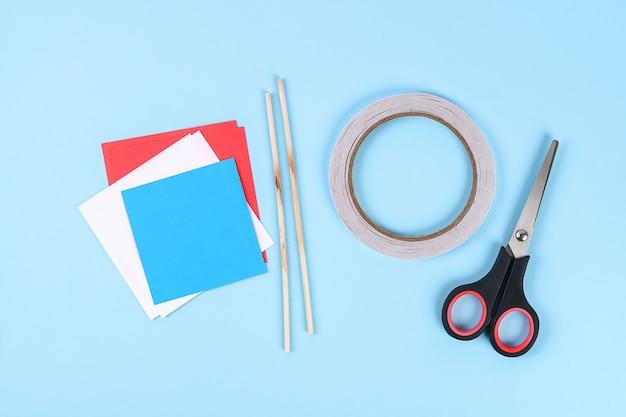Diy 4 luglio saluto di carta colore bandiera americana, rosso, blu, bianco. idea, arredamento usa independence day