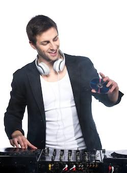Dj maschio con mixer dj