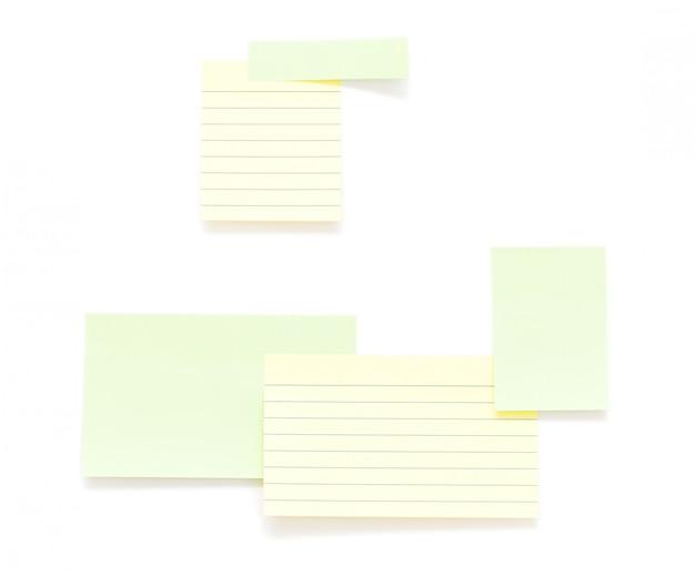 Documenti di post-it isolati su sfondo