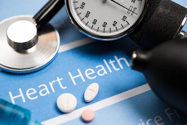 Documenti relativi al cuore, strumenti medici e farmaci