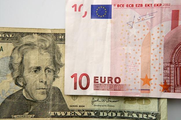 Dolar contro banconota in euro, metafora della finanza