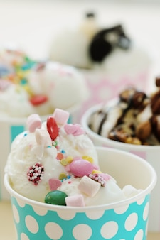 Dolce. delizioso gelato in tavola