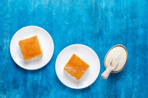 Dolce turco fatto in casa torta di semolino.