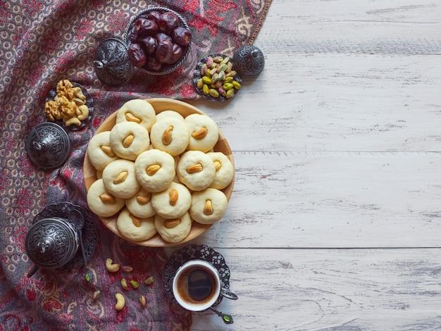 Dolci di ghorayeba. eid mangia. biscotti della festa islamica di el fitr.