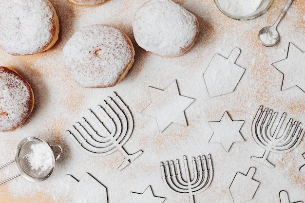 Dolci festivi di hanukkah di vista superiore