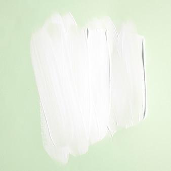 Dolci tratti di vernice su verde