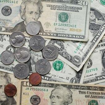 Dollari americani impilati