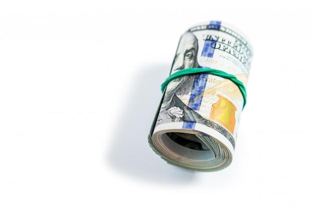 Dollari isolati su sfondo bianco