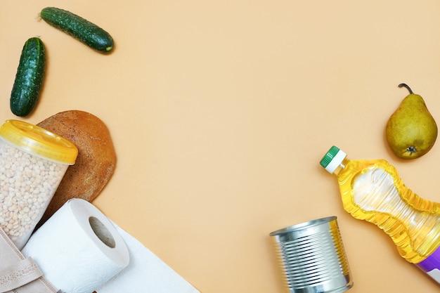 Donazione di vari alimenti. olio, cibo in scatola, pane, carta igienica. copyspace