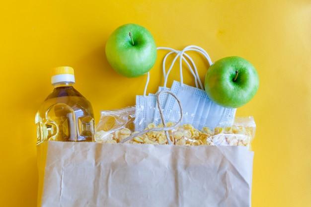 Donazioni alimentari per aiutare a isolare dal coronavirus.