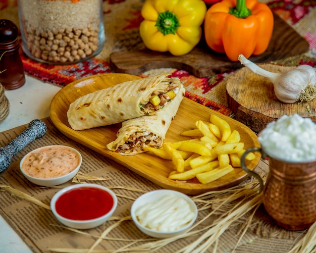Doner in lavash con patatine fritte