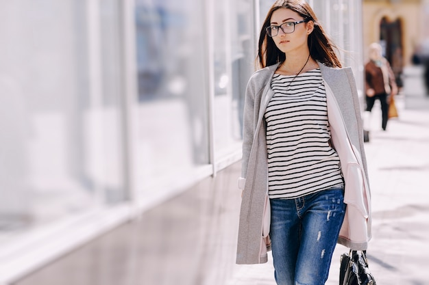 Donna a piedi