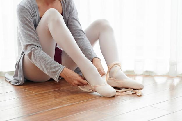 Donna a scuola di balletto